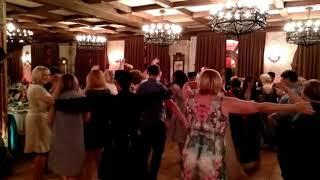 Когда русские туристы учатся танцевать азербайджанские национальные танцы