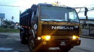 nissan 10 wheeler cw520 v8 dump truck rf8 engine