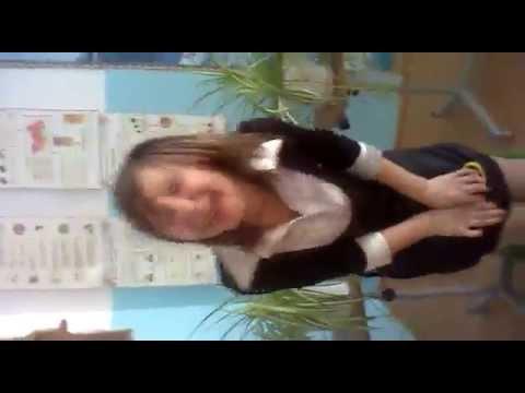 Девочка срет видео