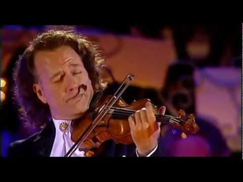 אנדרה ריו והתזמורת מבצעים קלאסיקה יפנית מרגשת וקסומה