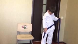 Как правильно надевать кимоно и завязывать пояс