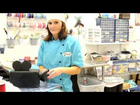 On The Job: Cake Decorator