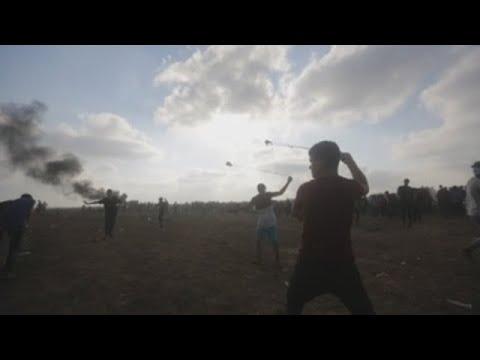 Un muerto y noventa heridos de bala en protestas de Gaza