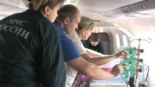 Спецборт МЧС России выполняет санитарную эвакуацию троих детей из Крыма