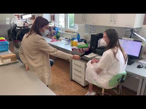 Video: Studentky pomáhají v testování na nový typ koronaviru