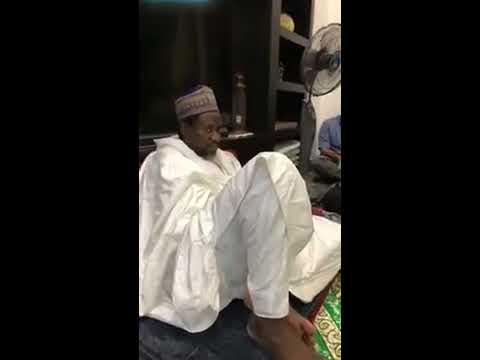 BAYE NIASS - Récitation Seyroul Qalb Devant Cheikh Mahi Cissé à Singapore