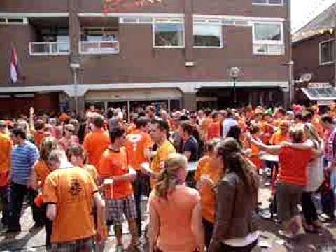 Het Wilhelminaplein tijdens Nederland - Denemarken - deel 1