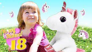 Jugamos con Bianca y un unicornio en el patio. Vídeo infantil.