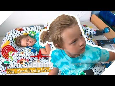 Klein Nils (7) zieht seine Gummistiefel nicht aus - Was ist draußen? | Die Familienhelfer | SAT.1 TV