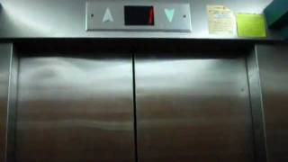 preview picture of video 'Tal elevator at Hutzot Alonim Mall near Alonim junction'