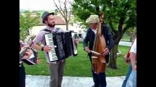 preview picture of video 'Fabriano - Cantamaggio 2012 - gruppo LA PERTECARA'