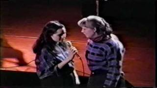 10,000 Maniacs - A Campfire Song (1989) New Haven, CT