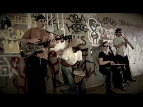 50 Man Machine - Racewar acoustic under the graffiti bridge DC
