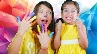 Playing finger paints with Baby Shark & Finger Family Colors song