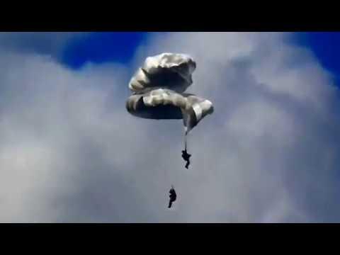 Удивительное спасение парашютистов за несколько секунд до смерти