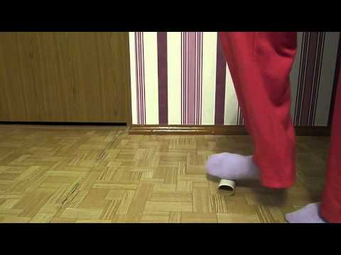 Der Riegel für den Zapfen auf dem Daumen des Beines