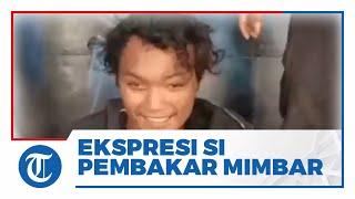 Ekspresi Tersenyum Kabbah, Pemuda yang Membakar Mimbar di Masjid Raya Makassar & Ditangkap Polisi