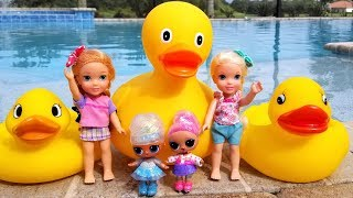 Play by the Pool ! Elsa and Anna toddlers - Ducks - LOL dolls - water fun - splash - slide