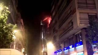 preview picture of video 'Un incendio calcina dos viviendas en Elche'