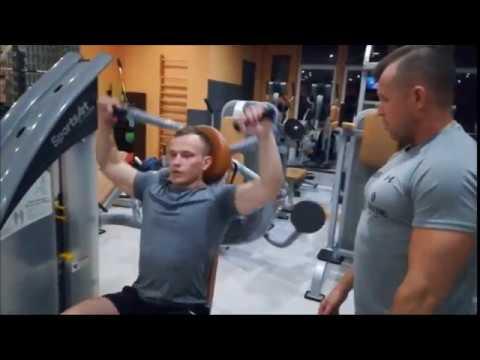 Ćwiczenia z hantlami dla mięśni piersiowych w środowisku domowym wideo
