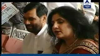 Tejashwi questions Ram Vilas Paswan's wife, after Chirag Paswan pointed out age controvers