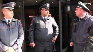 Ոստիկանները հյուրանոցի մոտից ուժով հեռացրեցին ակտիվիստներին