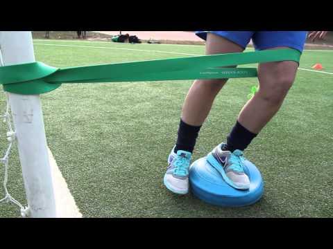 Fissare bendaggio con un gomito rotto