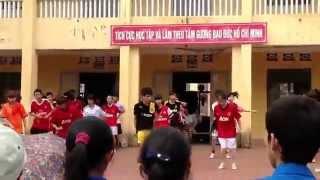 preview picture of video '[Live] Dân vũ Waka Waka - Uông Bí - Quảng Ninh - HD 720p (My Clip)'