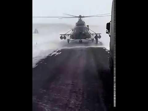 Wylądował wojskowym helikopterem na szosie i pytał kierowcę TIRa o drogę!