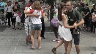 Video : China : The joys of dancing in the park - video