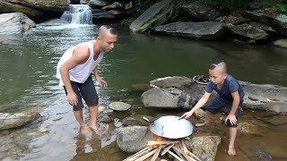 Trùng Trục Xào Chua Cay - Mao Đệ Đệ Thể Hiện Tài Bơi Lặn Như Dái Cá Và Nấu Ăn Như Đầu Bếp