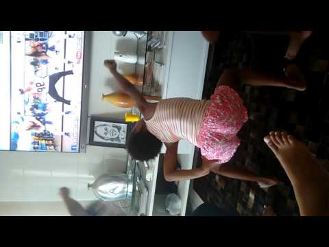 Menina dançando muito kkk