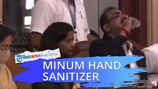 Detik-detik Seorang Pejabat Malu Tak Sengaja Minum Hand Sanitizer di Rapat Umum