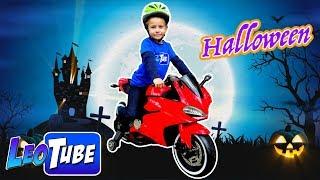 Halloween a toda velocidad con la Moto eléctrica de Leo