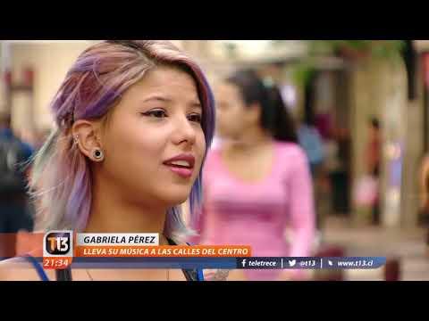 Venezolana impacta con su canto lírico en el centro de Santiago