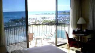 preview picture of video 'Rainbow Tower Corner King Room @ Hilton Hawaiian Village, Waikiki / Honolulu HI'