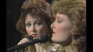 The Sweetest Gift (A Mother's Smile) - The Judds - Live