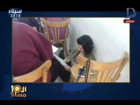 طلاب كلية الآداب يفترشون الأرض في امتحانات جامعة المنصورة