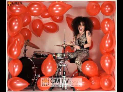 Andrea Alvarez video Doble A - Colección Banners CMTV