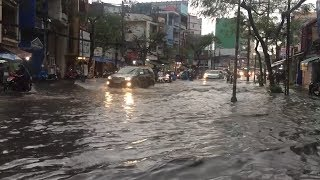 TP. Hồ Chí Minh mưa lớn bất thường, nhiều tuyến phố thường xuyên ngập úng