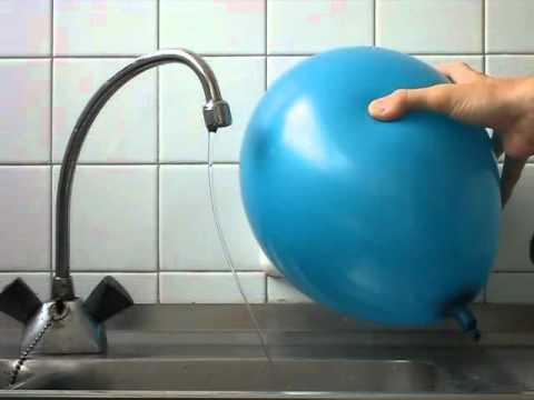 Zaginanie strumienia wody
