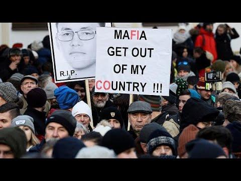 Μπρατισλάβα: Στους δρόμους κατά της διαφθοράς με αφορμή τη δολοφονία δημοσιογράφου…