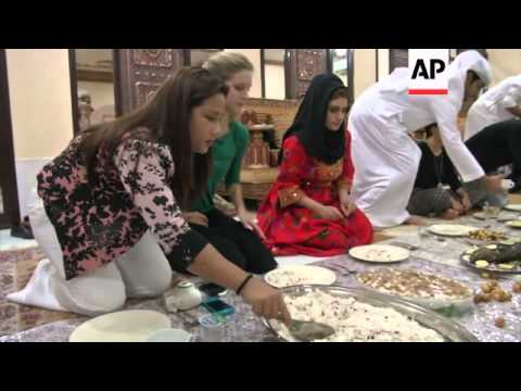 Video Expats in UAE experience local iftar tradition