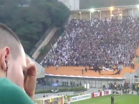 Corinthianos no Pacaembu cantaram 'Marcha Funebre' para o Palmeiras