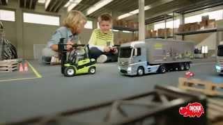 Didelis sunkvežimis su nuotolinio valdymo pultu | RC Mercedes Benz | Dickie