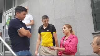 Активисты партии Шария пришли к офису «Слуг народа» в поисках нардепа