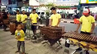 Viral Pengamen Jalanan Lagu Despacito Versi Angklung Jogja MALIOBORO