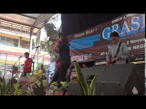 NATIVE - Never Give Up (live) at SMKN 4 Malang