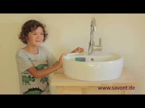 Der erste Seifenhalter innerhalb eines Waschbeckens
