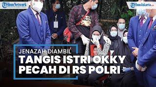 Tangis Istri Okky Bisma Saat Pengambilan Jenazah di RS Polri Kramat Jati